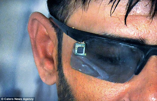 Inventor Builds 'Ghost Phone' That can be Seen Only Using Smart Glasses