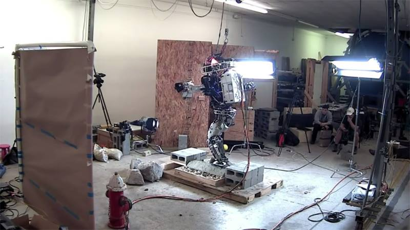 Humanoid Robot Atlas Learned How To Walk Over Uneven Terrain
