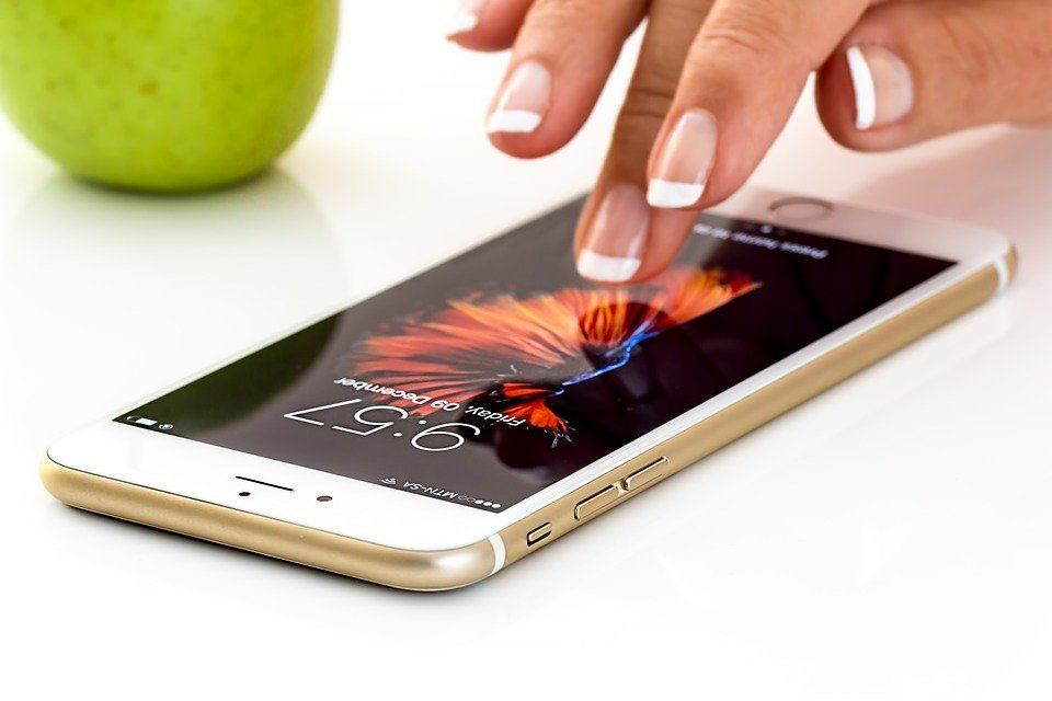 This Technology Charges Your Smartphone With A Finger Swipe!