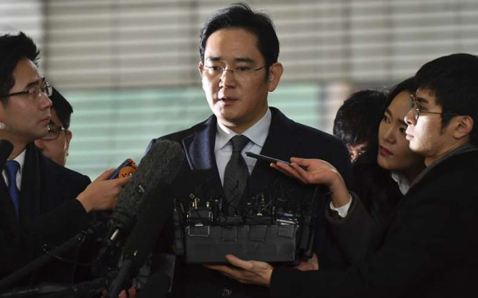 Here is Why Samsung's Billionaire Chief Is Now In Jail - Sleeping On The Floor