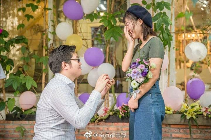 This Boy Bought 25 iPhone X To Propose His Girlfriend