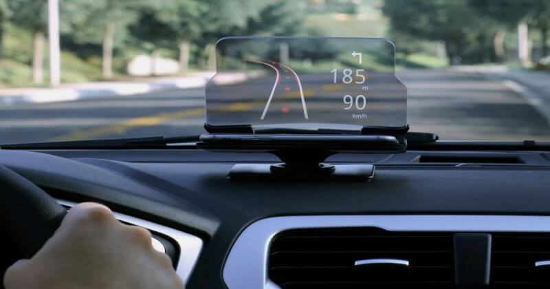 An Awesome HUDWAY Glass To Keep Your Eyes On The Road (2)